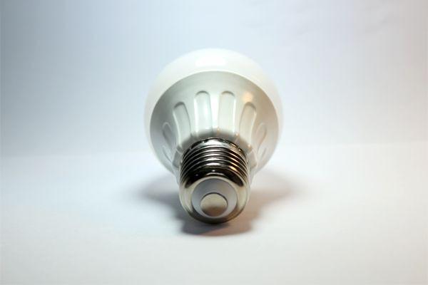 LED izzó E27 10W 280° szórásszögű hideg fehér